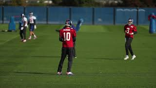 Giants' Eli Manning warms up with QBs at practice