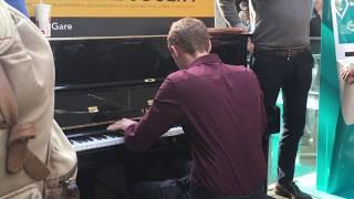 A VOUS DE JOUER AU PIANO | Gare Du St. Lazare, France