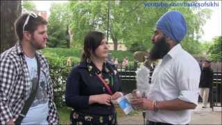 British couple learn about Sikhism - London Street Parchar