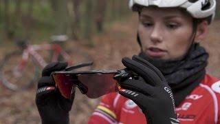 Fitgirl en wielrenster Puck Moonen test slimme sportbril met spraakbediening (uit Bright TV)
