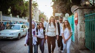 الملكة رانيا تزور شارع