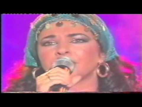"""Natacha Atlas :  """"Mon Amie La Rose""""  Live & Stéréo.wmv"""
