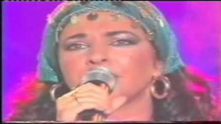 Natacha Atlas :  Mon amie la rose  live & stéréo.wmv