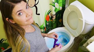 NASTY BATHROOM CLEANING MOTIVATION // CLEANING MOM