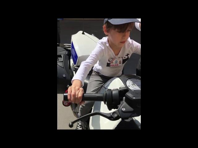 Owen, huit ans, a passé un après-midi avec la police de Strasbourg
