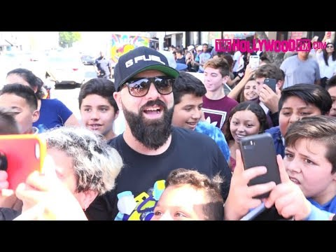 Keemstar From Drama Alert Is Mobbed By  At CloutGang's Loose Change PopUp Shop 9.30.17