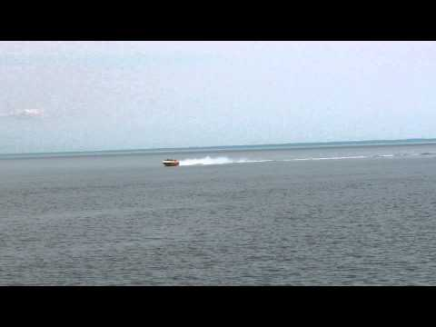 Fast little speed boat, 632 cubic inch motor (10.3 Litre), big sound.