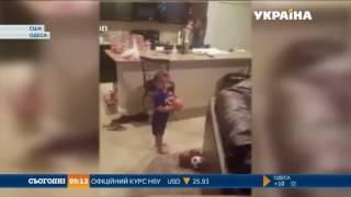В США 2 річний малюк шокував інтернет своїм талантом