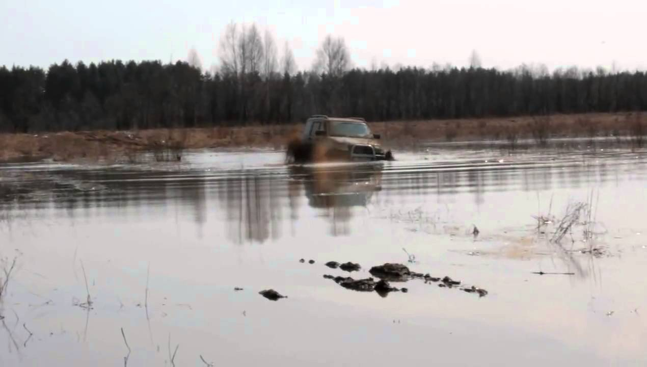 УАЗ Патриот через брод болота