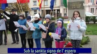 Polaj infanoj kantas La Esperon memore al la 100-a mortdatreveno de Zamenhof – Esperanto