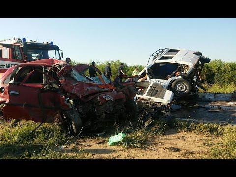 (video) SANTIAGO DEL ESTERO - TRAGEDIA EN RUTA 34: 5 MUERTOS EN CHOQUE FRONTAL ENTRE COMBI Y AUTO