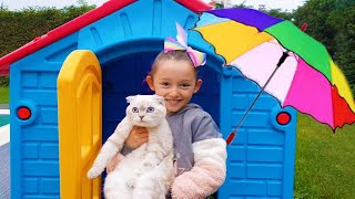 Öykü Prepares Colorful Umbrellas for Little Cat