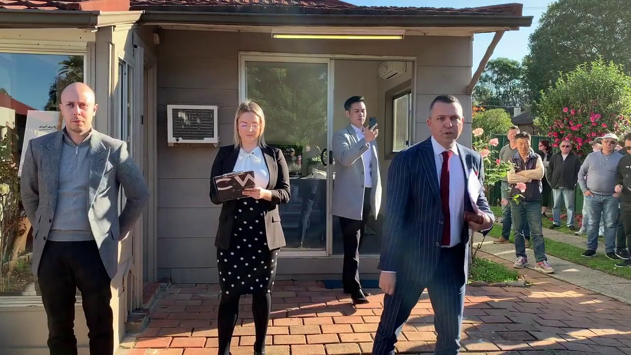 Hot auction in Concord West - 12 bidders