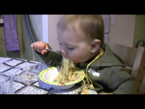 Kire eating 15 meatballs and spaghetti when he is 1,5 years old!