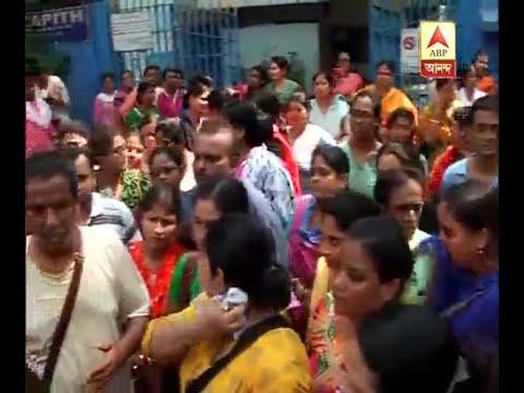 Jadavpur Vidyapith Agitation:Guardians sat on agitation at Raja SC.Mallick Road