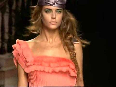 Cibeles - Clara Alonso modelo española [www.elcomercio.tv]