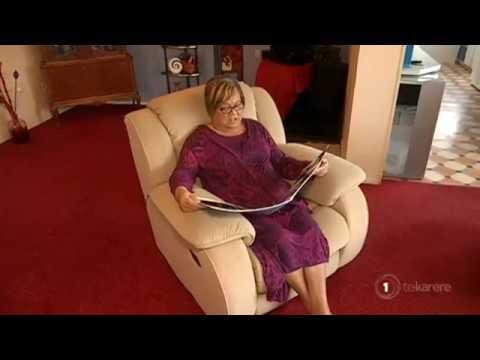 Keala Settle wins award at Golden Globe Awards