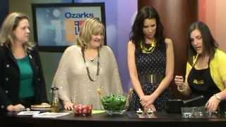 Simple Spinach And Strawberry Salad Demonstration