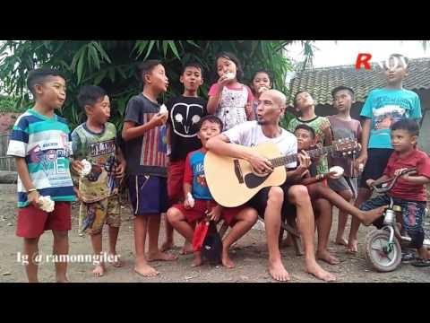 Keseruan Ramon Ngiler Nyanyi Bareng  Lagu