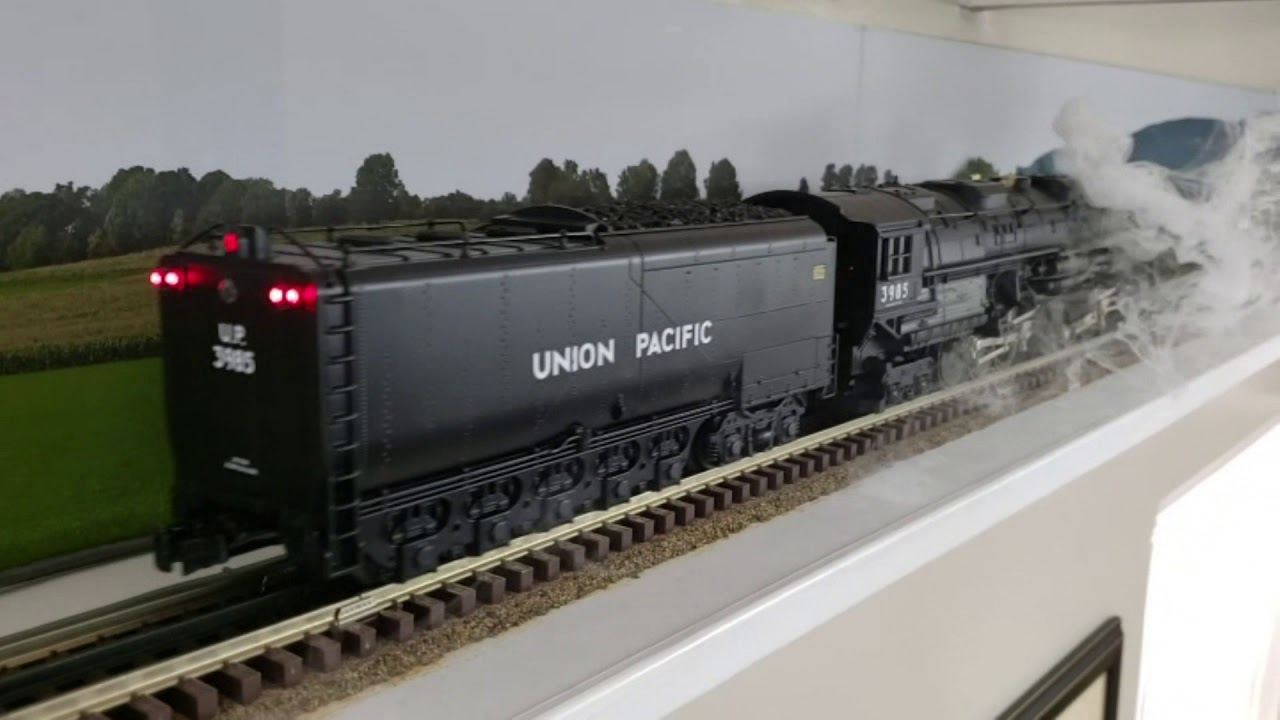 Lionel Lionmaster Union Pacific 4-6-6-4 Challenger Legacy - YouTube