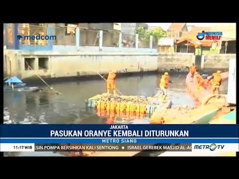 Bersih-bersih Kali Item Jelang Asian Games 2018
