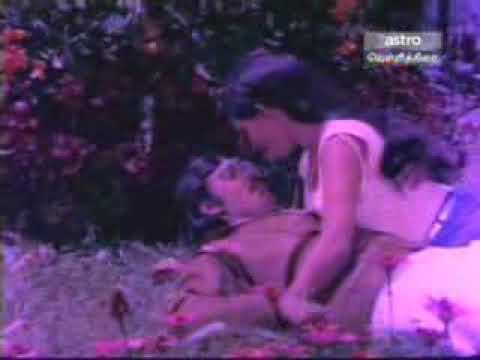 Sathyakala and Bhagyaraj in VIDIYUM VARAI KATHIRU thumbnail