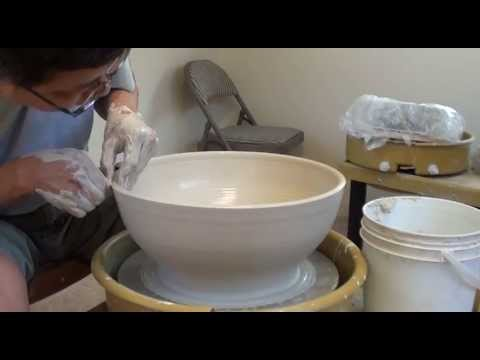 147. Centering a Large Amount of Clay / Throwing a Wide Bowl with Hsin-Chuen Lin