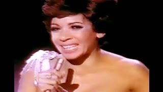 Shirley Bassey - Kiss Me Honey Honey / The Way We Were / SOMETHING (1975 TV Special)