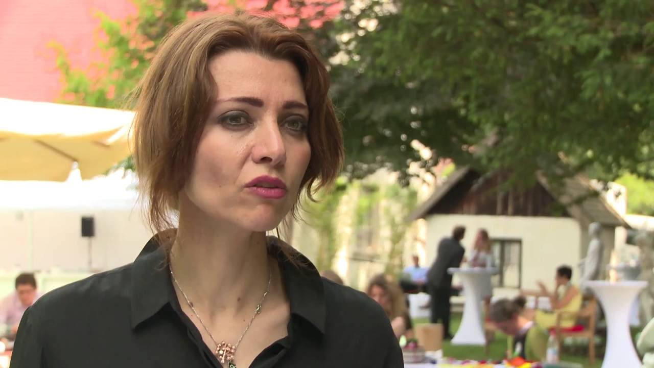 Interview with Elif Shafak (Aw...