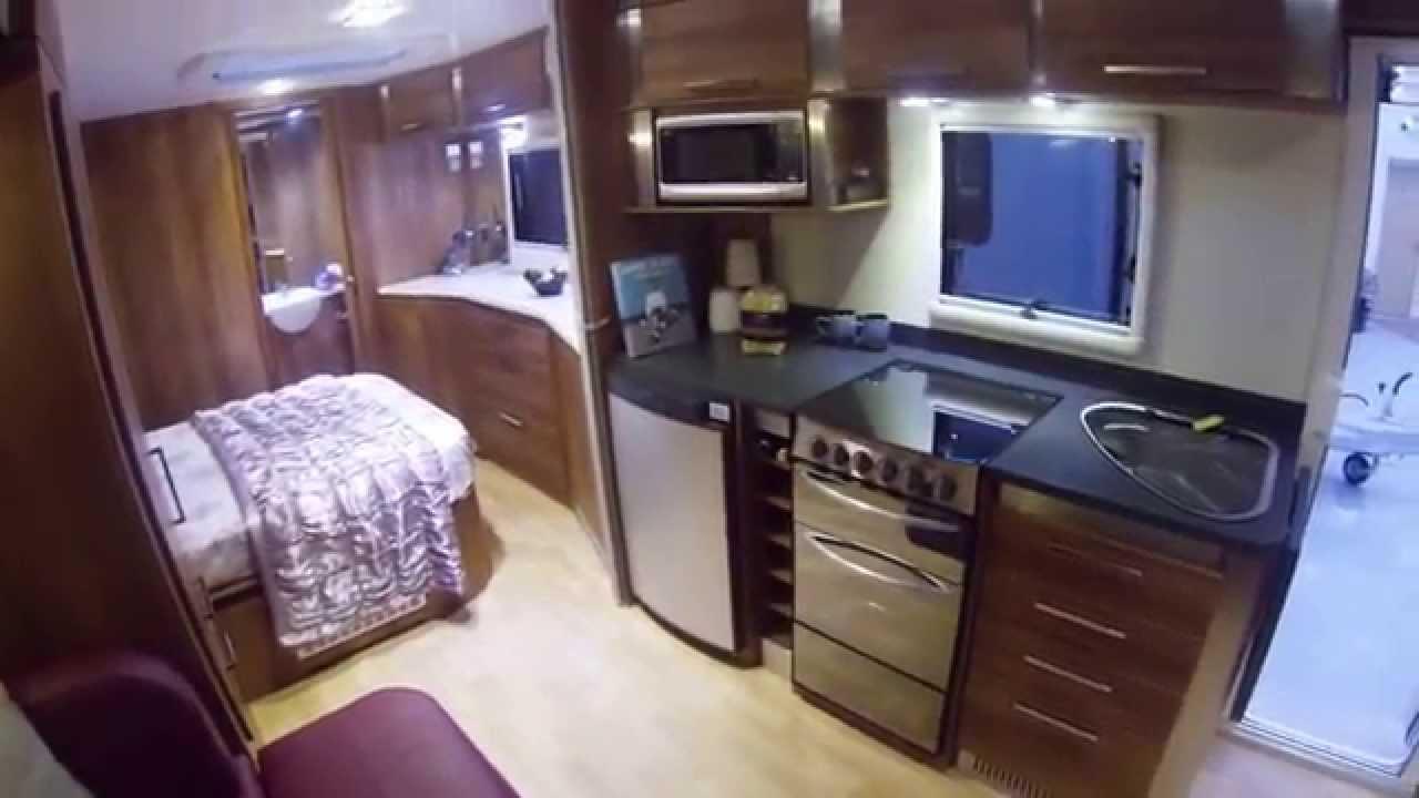 rundgang durch den inos twin slideout caravan wohnwagen mit slideout und tandemachse youtube. Black Bedroom Furniture Sets. Home Design Ideas