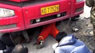 Man saved after being dragged under the wheels of a truck Thumbnail