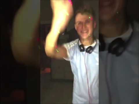 No need to fix the aux cable when the DJ turns it into an absolute banger 😂🙌