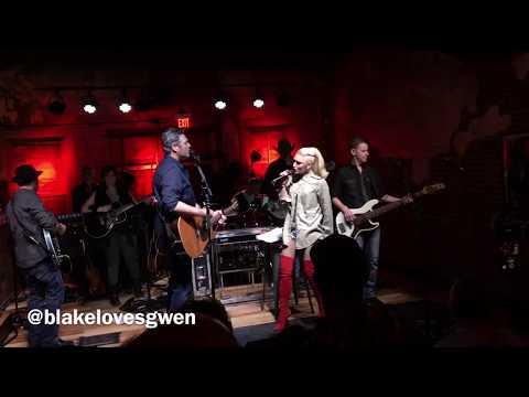 """Blake and Gwen sing """"Go Ahead and Break My Heart"""" February 10, 2018"""