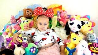 Алиса показала МЯГКИЕ ИГРУШКИ для детей Много игрушек Alice showed SOFT TOYS for children