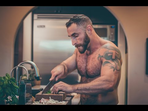 THE BEAR-NAKED CHEF: Episode 1, Season 1 - Chicken Cacciatore HD