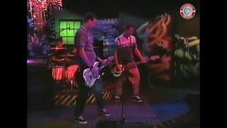 blink-182 - Dammit (En vivo en Oddville MTV - Episodio 43 - 15.05.1997)