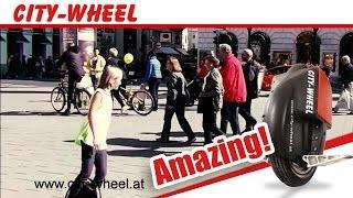 Mädchen auf Airwheel verwundert Passanten!