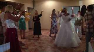 Невеста поет для жениха !!!