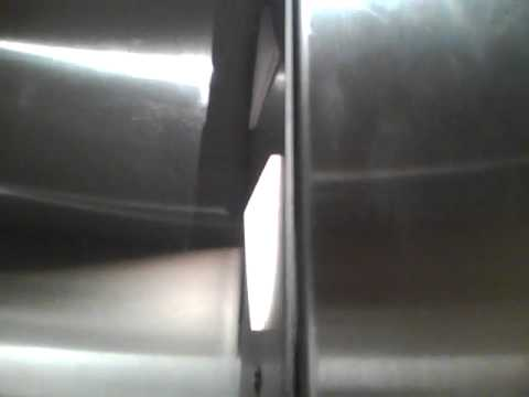 BOOMING Schindler 300A Hydraulic Elevator @ The Gap U. Village, Seattle,WA.mp4