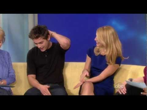 "Claire Danes and Zac Efron - Interview ""The View"" (2009)"