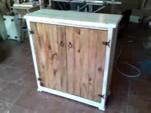 Mueble hecho de palets youtube for Puertas de palets