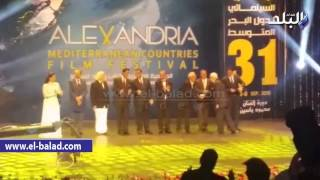 بالفيديو .. «كريم عبد العزيز» يفاجئ جمهور مهرجان الإسكندرية