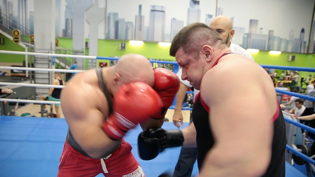 Бодибилдер против пауэрлифтера. Бой  Muscle vs Power. Fight