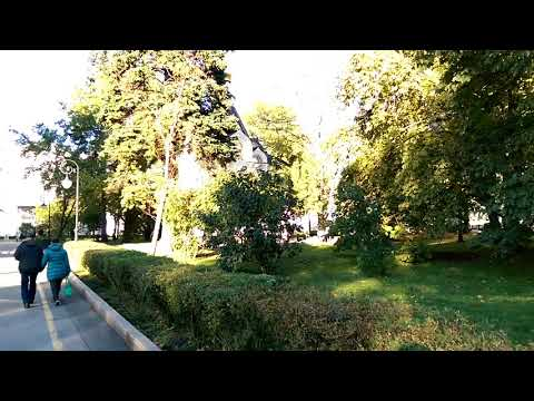 2018 09 30 Walking to the Nizhny kremlin art museum for live theater