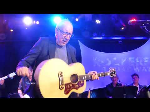 Pete Townshend Plays  Let My Love Open the Door at Rockers on Broadway 2018