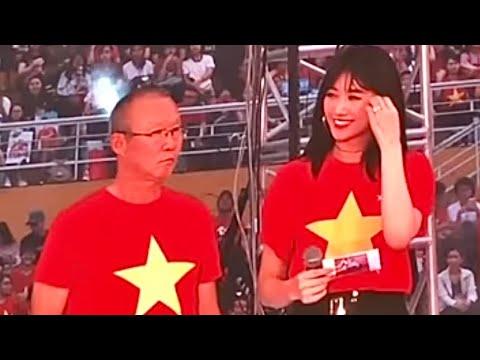 HariWon phiên dịch Tiếng Hàn cho HLV Park Hang-seo
