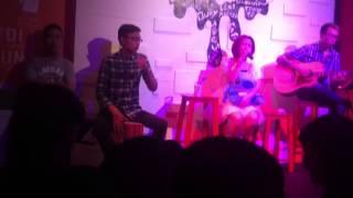 Mini show Hoà Minzy - Hà Nội x-pub . Cajon : týt nguyễn . Guitarist : tùng acoustic (4)