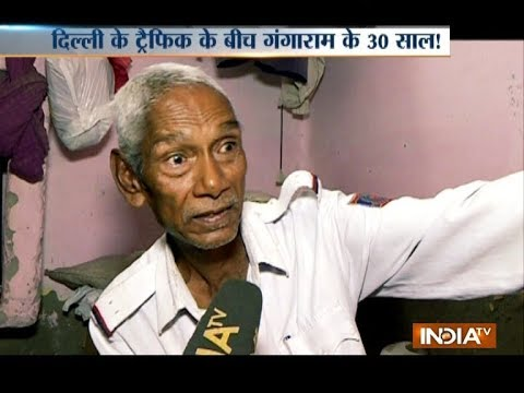 A traffic constable in Delhi who works for nearly 12 hrs & charges nil from the govt