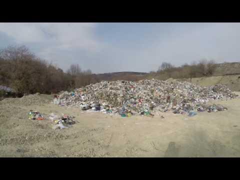 Мусор из Кисловодска вместо вывоза и утилизации прячут в овраге на Ставрополье