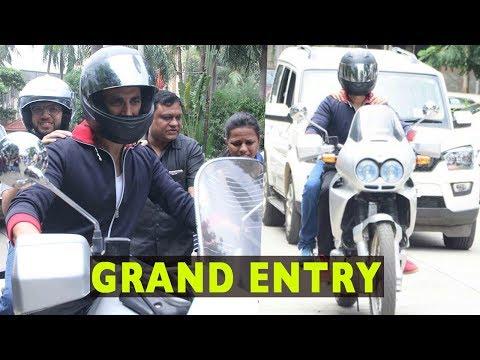Akshay Kumar's Grand Entry On Bike At An Event